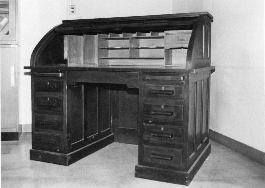 谷口腆二名誉教授使用の机