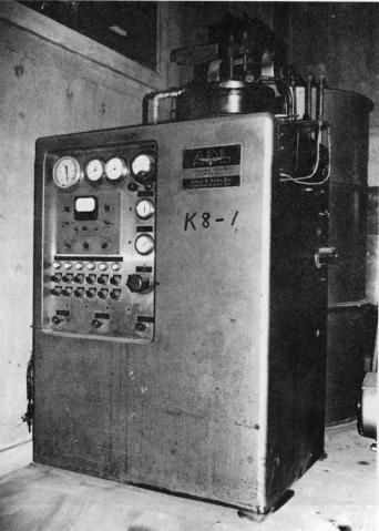 ヘリウム液化機(ADL社製)
