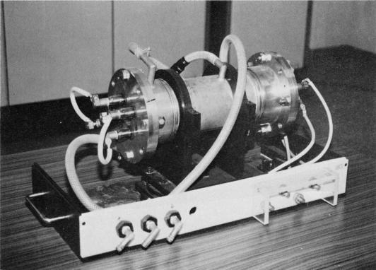 ロッド型レーザーガラス増幅器