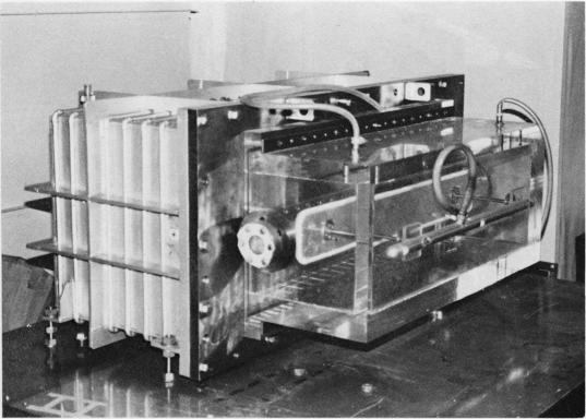 高気圧電子ビーム制御炭酸ガスレーザー装置